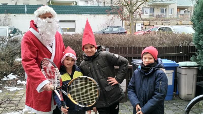 Der TCSR-Nikolaus mit seinen Wichteln